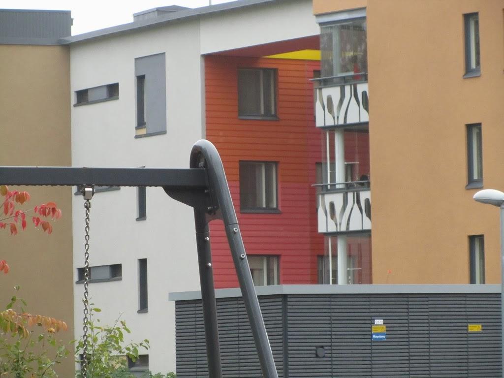Graafinen betoni ja värit luovat ilmeikkyyttä Leinelän rakennuksiin