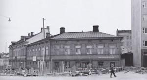 Saneerautuvaa Puu-Kalliota vuonna 1960, Kolmas linja 10 ja Siltasaarenkatu 24 (Helsingin kaupunginmuseo, E. Friman).