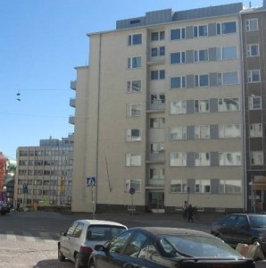 Kuva 2. Tilalle nousseita rakennuksia (Mäkelä 2013).